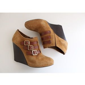 • TORY BURCH BUCKLE WEDGE SHOES SIZE 7.5 •